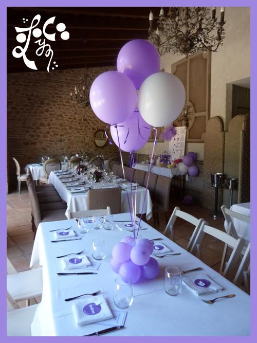 Decoraci n con globos y mesa dulce de una comuni n de ni a - Centros de mesa para comunion de nina ...