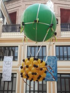 DECORACION CON GLOBOS PATIO COLEGIO